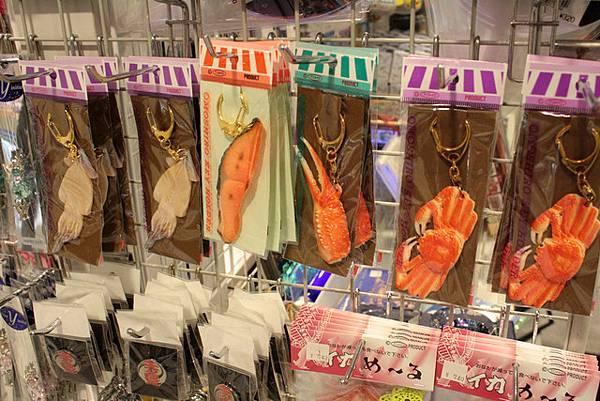 三樓是記念品店,這幾個吊飾都是北海道的海鮮代表啊