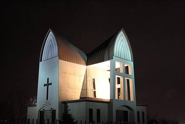 下山後我們特意走去聖ヨハネ教会,想瞧瞧夜晚的教堂區點燈的樣子