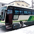 這台巴士要接送我們往返滑雪場唷!