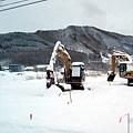 深山裡連挖土機都出動了!!!是要除雪還是挖土啊?