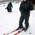 順利地穿上雪屐真的很難,不知道為什麼我的鞋子超難卡進雪屐裡