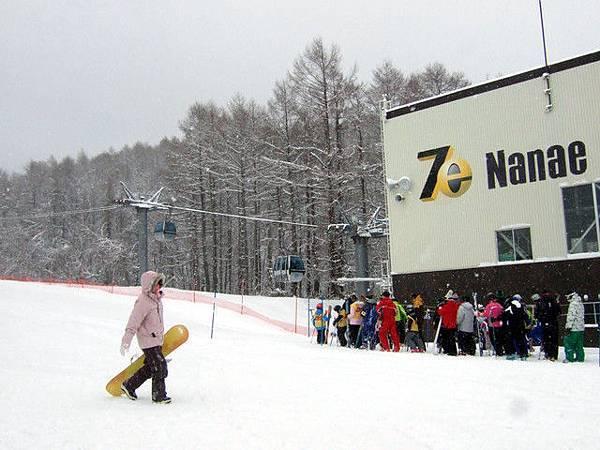現在大概-7度,雪一直是下下停停的狀態,老實說,很爽!