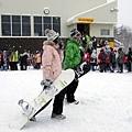 觀查每個人的衣著裝備很有趣~這二個人玩的是滑雪板