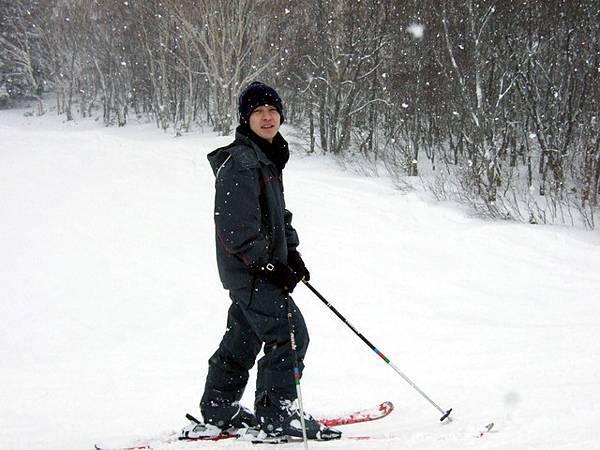 一定要稱讚一下他的滑雪技術!想不到很力害耶~
