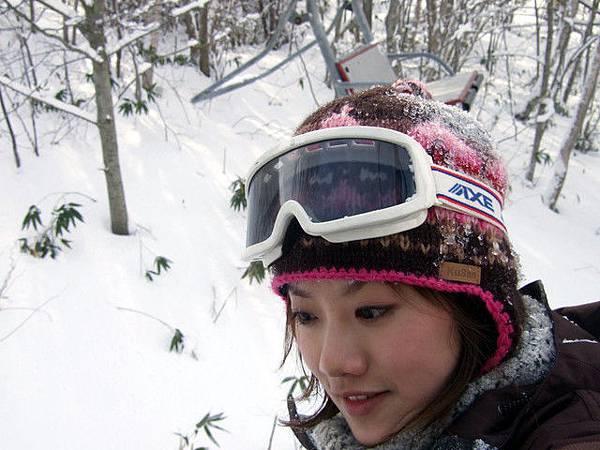 後腦撞了好幾回T_T 看看雪都沾在帽子上結成冰了~