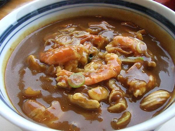 葉大師也點咖哩烏龍麵,但上面加的是炸什錦