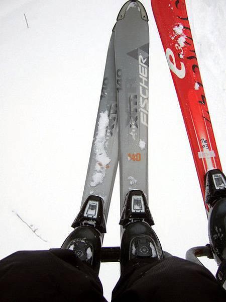 說起我租到的滑雪裝備真的好地味~上衣穿起來超大件、顏色也..