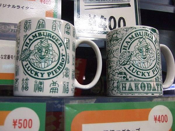 店裡也兼賣幸運小丑週邊商品~不止馬克杯,連打火機筷子都有得買