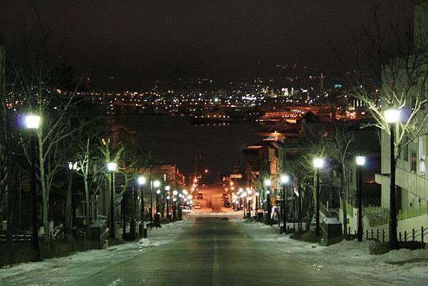 八幡坂,其實我就是想看這裡夜晚的樣子,所以才又拖著葉大師出門