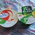 早餐吃昨天買的優格,因為賴床來不及下樓吃早餐T_T