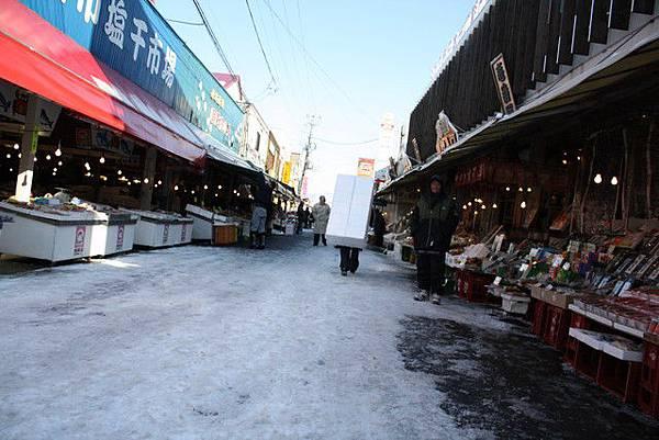 來到函館朝市想找好吃的東西當做早午餐