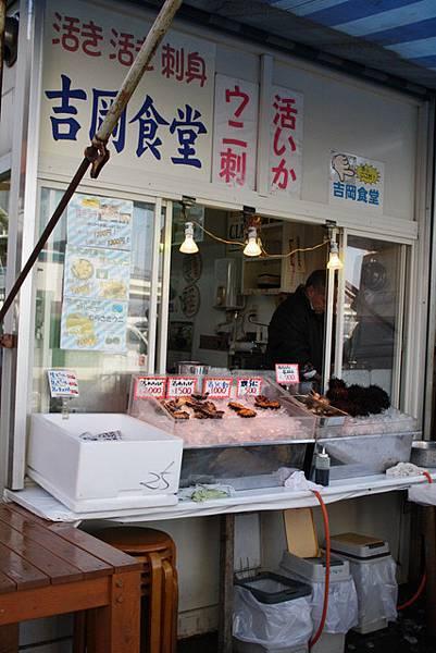 這家是賣烏賊、海膽沙西米的店,可惜昨天吃過了,今天pass