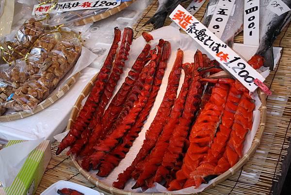 瞧瞧這紅鮭有多紅啊我的媽~一看就曉得是下酒好菜啊...