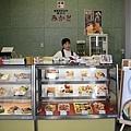 剛剛在朝市沒找到想吃的東西,於是到函館車站買便當