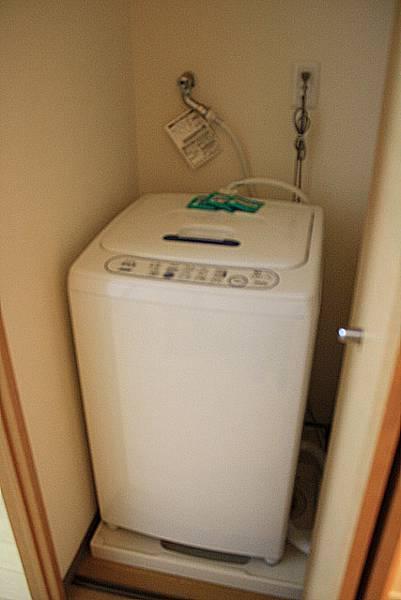 也有洗衣機、洗衣粉和吸塵器,真是深得我心!