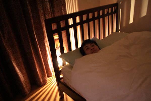 可是這麼亮睡不著啊~美歸美最後還是把它關掉了,晚安!