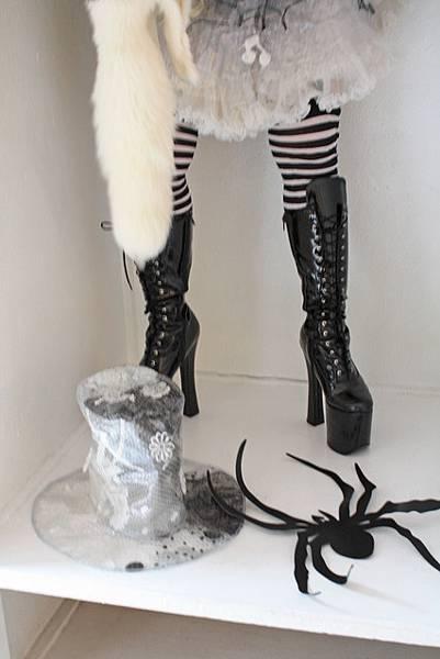我驚訝於超厚底靴,她說早就習慣了一點也不怕跌倒~佩服佩服