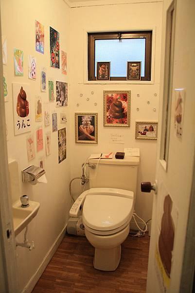 廁所弄了一堆可愛的大便圖,搞不好反而大不出來