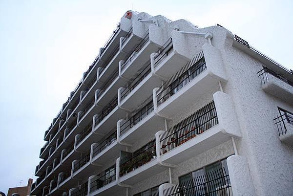 如此洋派純白的夢幻公寓~根本看不出來它竟然有40年以上了耶