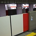 闖蕩多年,在メトロ御茶ノ水駅裡第一次看到月台有安全護門
