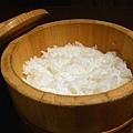 米當然是用越光米,並算準炸豬排要花十五分鐘,於同一時間現炊的