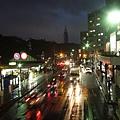 回到原宿駅搭車,真搞不懂為什麼就算是下雨天行人還是這麼多呢~