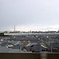 另一邊是一整片可愛的民宅三角屋頂