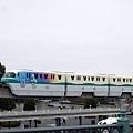 從舞濱站走過去就到了所以沒坐渡假區線,米奇窗戶真可愛~