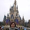 一進來就又開始飄雨了,但還是不忘要先和灰姑娘城堡合照