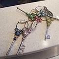 有六種顏色可選,再挑鑰匙的零件部份,就可做一把屬於自己的鑰匙