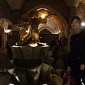 雖然沒見到Mickey,和城堡後面的雕像拍照也不錯~