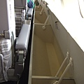 wow~JAL機艙二樓的位子邊就有置物櫃好方便