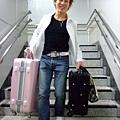 終於到了!瘦不拉雞還提二個行李   辛苦了喔!