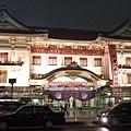到了銀座 恰巧路過歌舞伎座 外觀不是蓋的氣派