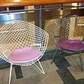 這看到這椅子就想到我家的,下次我也要把椅墊換成紫色!