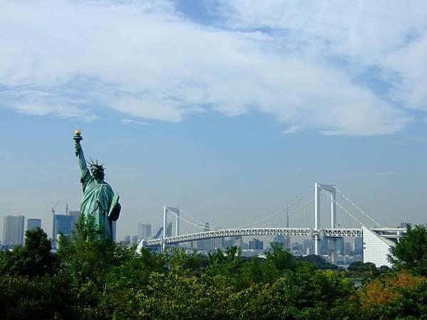 台場的自由女神和彩虹橋一同登場,這是04年我沒看到的唷