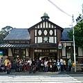 復古的原宿駅前面還是一堆人