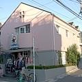 我說 日本的店都很有設計感 這間當民宅十分適合