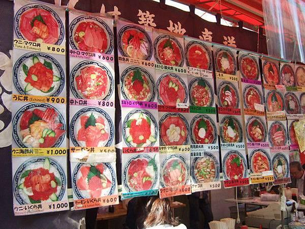 將將!一整片誘人的生魚片丼飯,就是我來上野的目標!