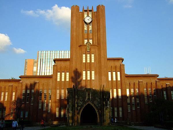鼎鼎大名的安田講堂,是東大的學術象徵,裡面有一千多個座位喔