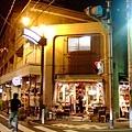 下北沢的北口有便宜的小間藥妝店,還有一堆時髦年輕可愛的服飾店
