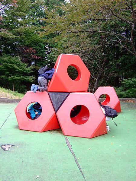 多Q啊~ 雕刻之森裡有很多讓小朋友玩得開心的藝術遊戲設施