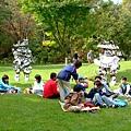 使者們也想和小朋友一起野餐對吧!