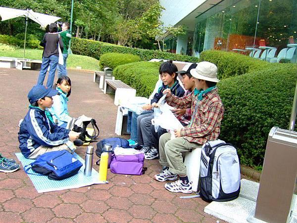 日本小朋友好像從小就依循某種規則在活著,野餐也不例外的樣子
