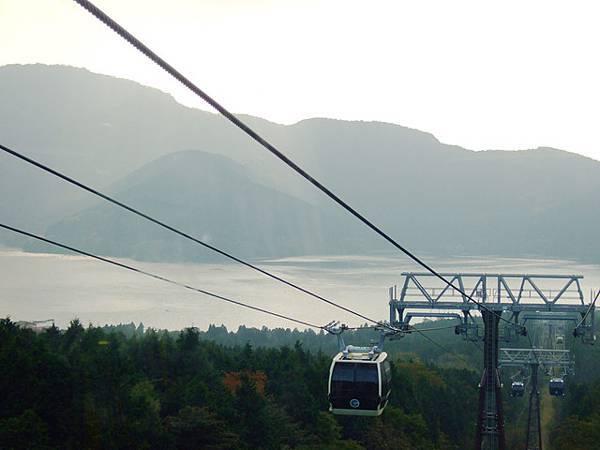 蘆ノ湖是一座火山口湖喔。能夠坐纜車享受這片美景果真沒白來