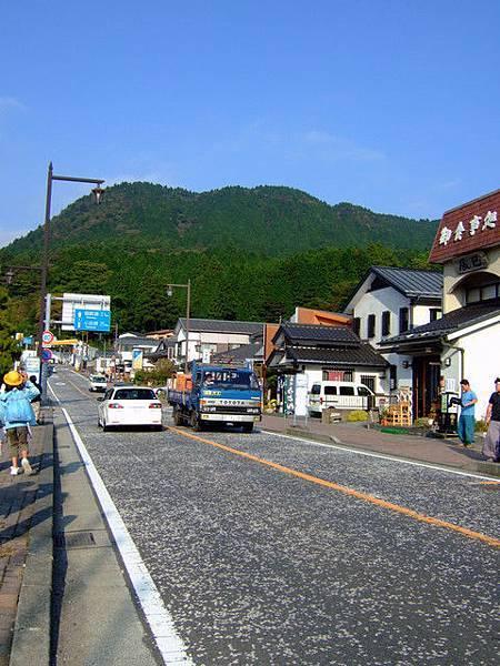 到了箱根町,我預計是步行去箱根神社參拜
