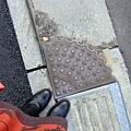 放在垂直的角度中間,以防止因落差而踩空的貼心小物