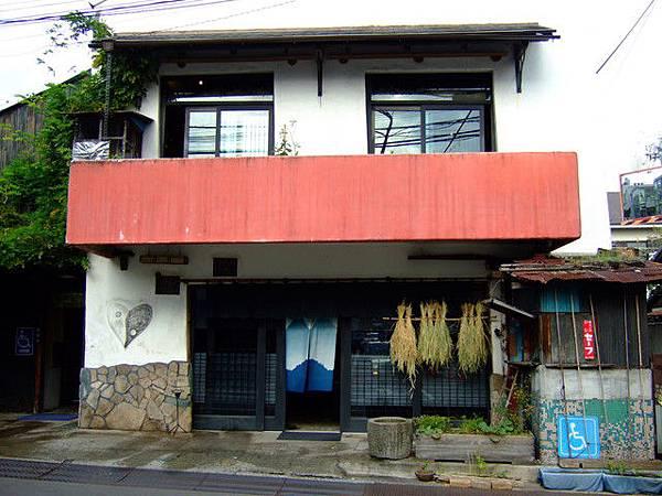 代官山也有這種老房子?答案是賣衣服的小店...完全看不出來耶