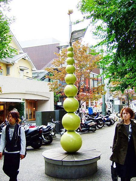 很難不承認日本是設計大國,雕塑藝術品隨處可見!