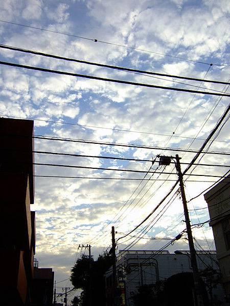 葉大師說台灣的天空時常都是灰灰的,不否認日本的天空真的很美拉